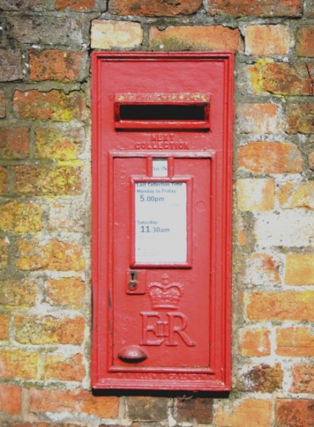 SAM_0348-little-old-post-box-levelled-and-bright-resized
