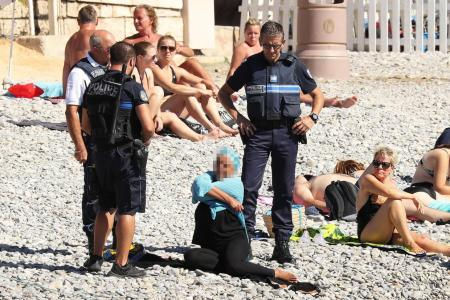 burkini-ban-on-beach-cops