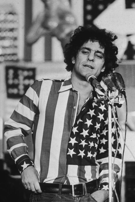 abbie-hoffman-and-shirt